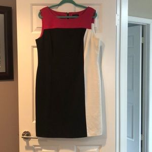 Beautiful Tahari by Larry Levine color block dress